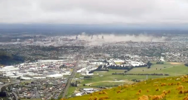 christchurch-earthquake-dust-rising-from-the-city