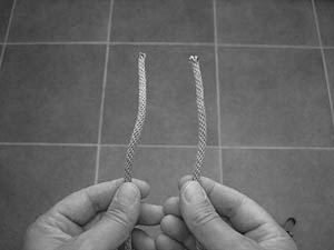 how-to-tie-a-square-knot-step-1