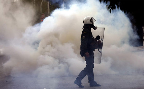 how-to-defeat-tear-gas-in-a-riot