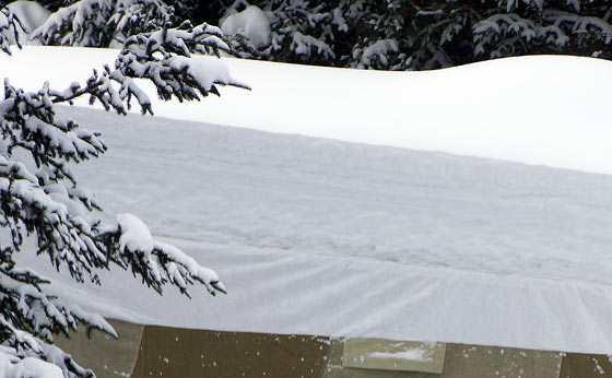 layers-of-snow-on-roof