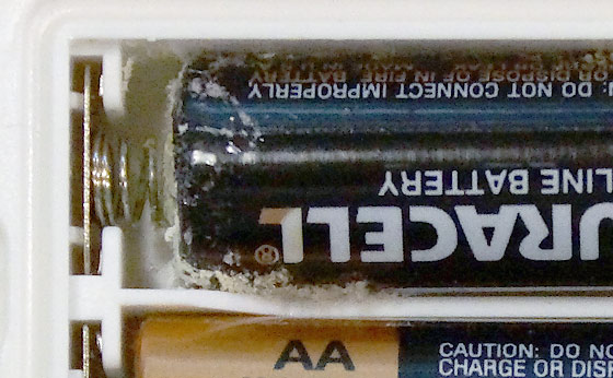 aa-battery-white-fluffy-corrosion