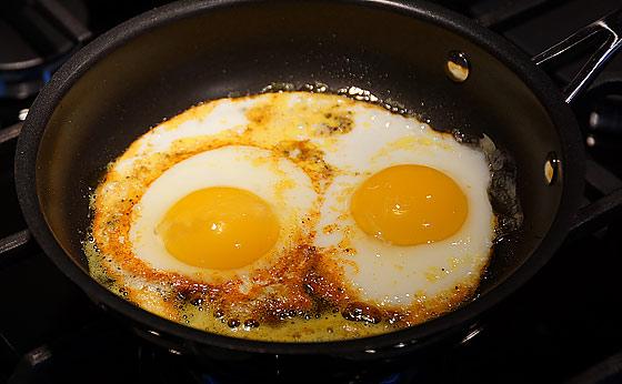 turmeric-on-eggs