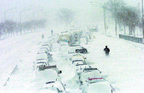 chicago-third-biggest-snowstorm-on-record-2-feb-2011