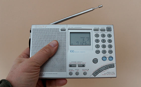 A Portable Shortwave Radio To Discover What Happened After SHTF