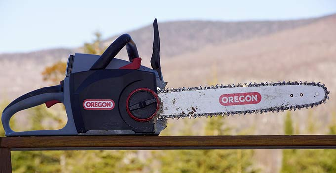 Cordless Chainsaw – Battery Powered 40 Volt Powerhouse