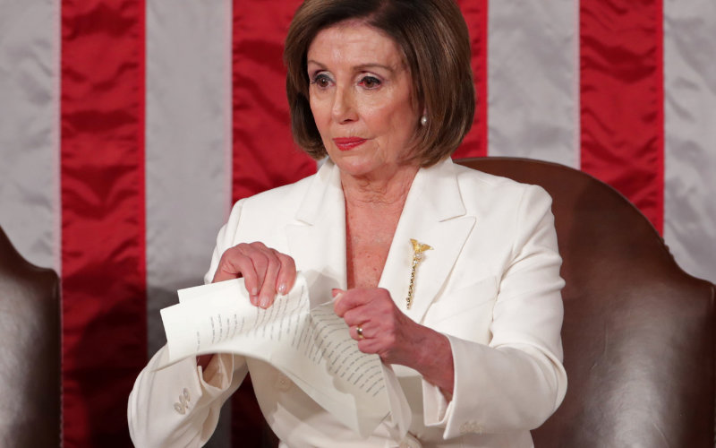 Pelosi rips up Trump speech.