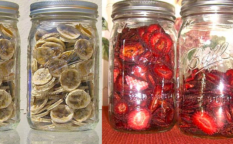 dehydrated strawberries and bananas