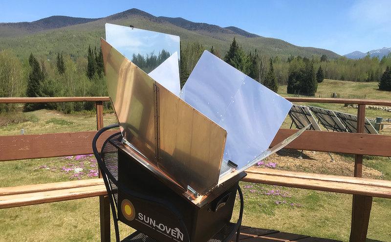 Faire du pain dans un four solaire