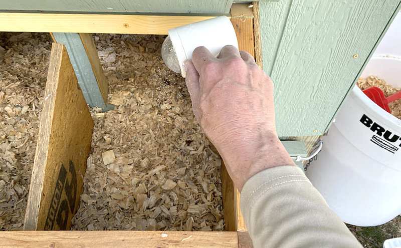 DE in chicken nesting boxes
